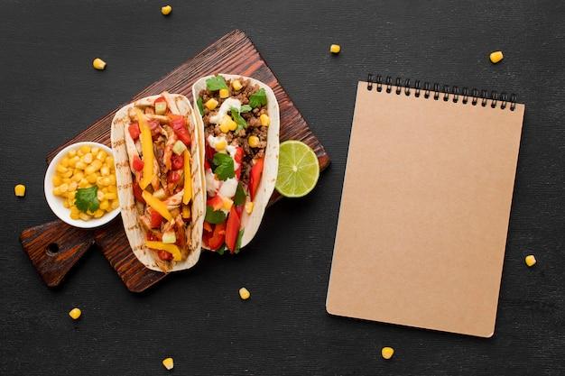 トップビューおいしいメキシコ料理を提供する準備ができて