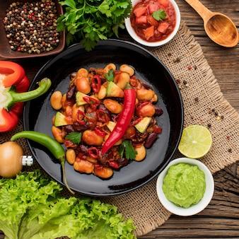 提供する準備ができておいしいメキシコ料理のトップビュー