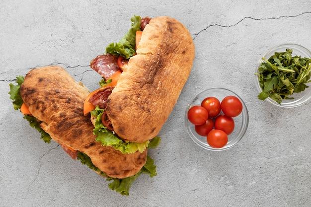 Ассортимент вкусных бутербродов еды