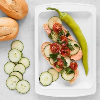 Плоская композиция из вкусных бутербродов
