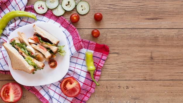 Композиция из свежих бутербродов с копией пространства