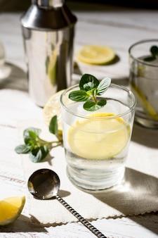 Освежающий алкогольный напиток, готовый к употреблению