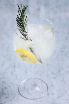 Освежающий ледяной напиток, готовый к употреблению
