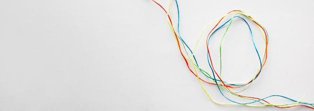 コピースペースのカラフルなミシン糸