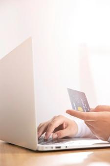 Вид спереди концепции онлайн покупок
