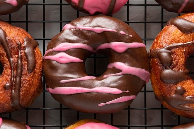 クローズアップの艶をかけられたドーナツ