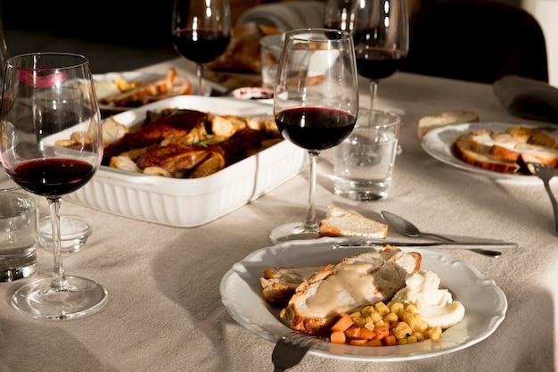 Вид спереди вкусной еды благодарения