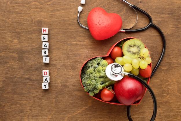 Всемирный день сердца концепция со здоровой пищей