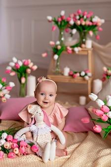 チューリップとかわいい女の子の肖像画。