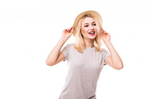 Счастливая женщина лета в яркой изолированной шляпе