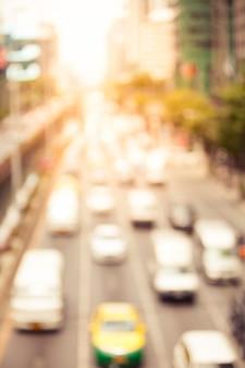 ヴィンテージスタイルのバンコクの街の通りに交通渋滞のぼやけ。タイのバンコクにある街の渋滞。