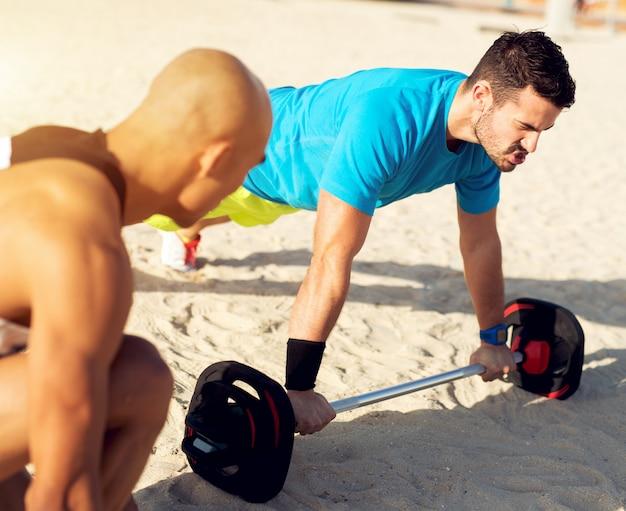 Тренируюсь на пляже. персональный тренер.