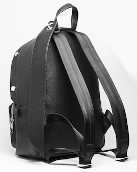 黒革のバックパック
