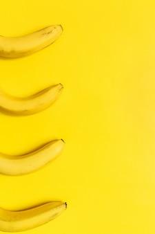 カラフルなバナナのコンセプト