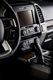 Новая кабина автомобиля с мультимедийным экраном