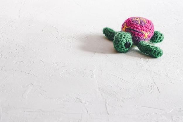 Красивая вязаная черепаха ручной работы