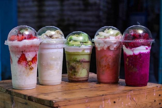 ミルクセーキー、味の変種:イチゴ、ドリアン、アボカド、グアバ、ドラゴンフルーツ