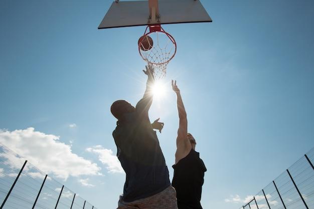 日光のバスケットボール