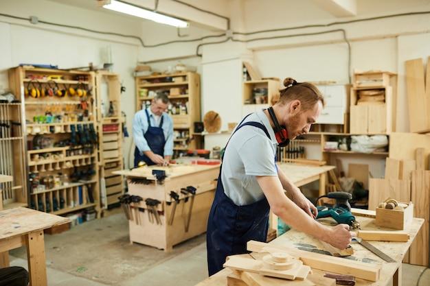 Плотники в столярные изделия