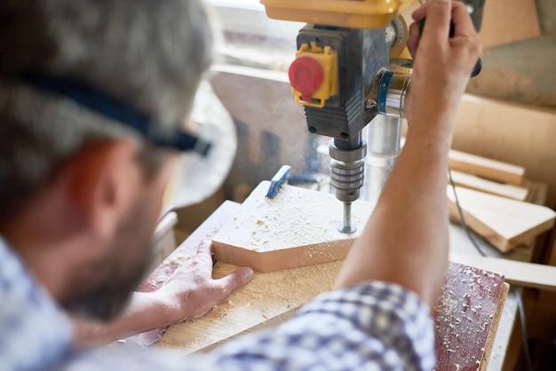 Плотник изготовление мебели