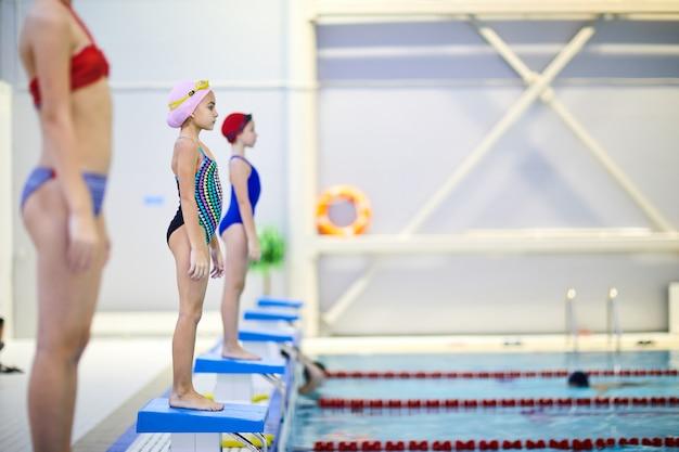 Соревнования по плаванию в бассейне