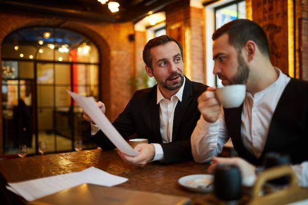 Встреча руководителей в ресторане