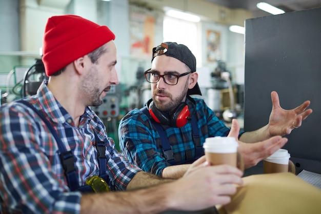 Рабочие на кофе-брейк