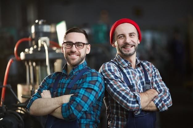 Два современных рабочих