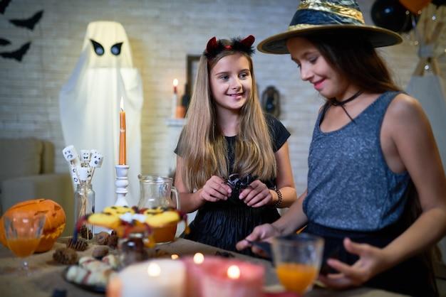 Девушки на хэллоуин