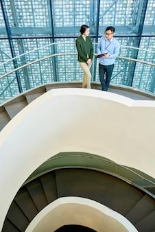 После обсуждения спиральной бетонной лестницы