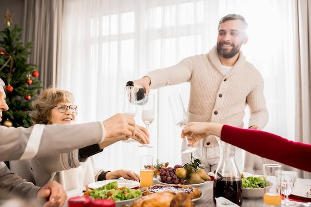 Воссоединение семьи на рождество