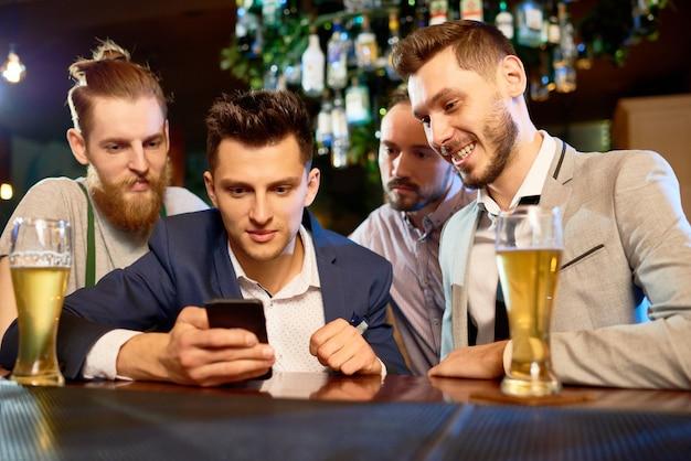 Сбор бородатых коллег в пабе