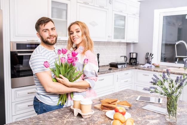 Счастливая пара на день святого валентина