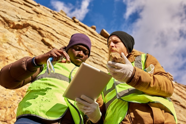 鉱山労働者の検査現場