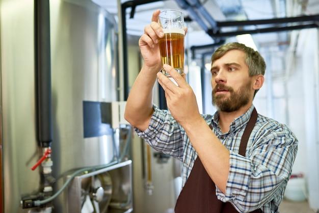 Проведение инспекции на пивоваренном заводе