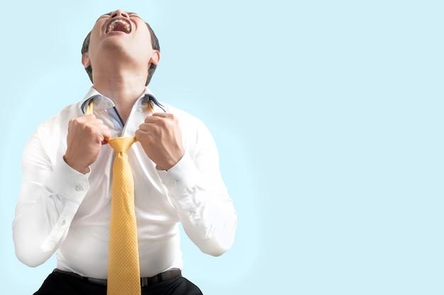 怒りのビジネスマンの叫び声