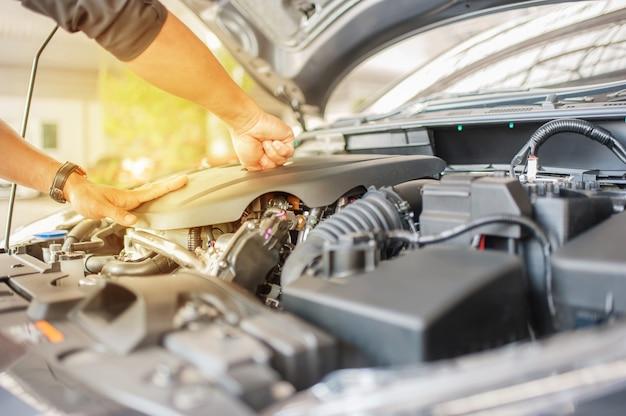 車の安全性検査と点検エンジンの付属品