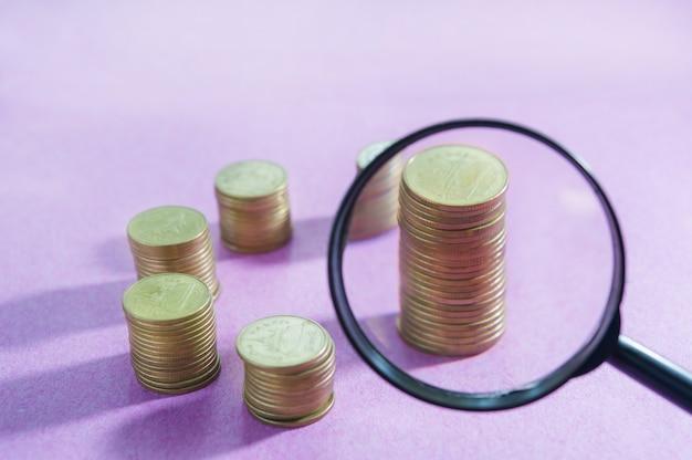 検索お金の概念と虫眼鏡