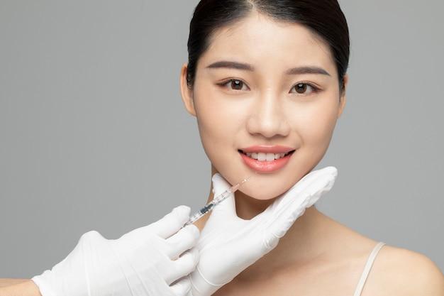 Косметическая инъекция крупным планом