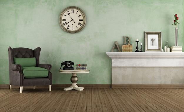 Старая комната с кожаным креслом