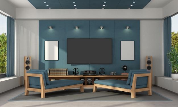 寝椅子とテレビのあるモダンなヴィラの青いホームシネマ