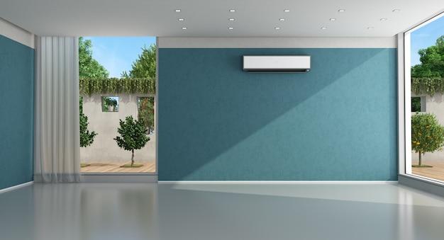 エアコン付きの空の青い家のインテリア