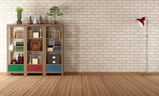 Винтажный книжный шкаф в пустой комнате