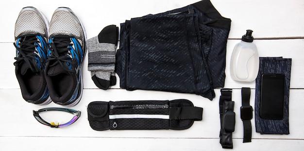 ジョギング用の服とアクセサリーのセット