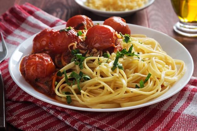 チェリートマトソースとパセリのイタリアンパスタ