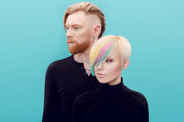 Два нонконформиста люди после парикмахера