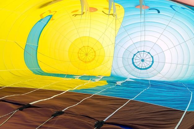 Яркий и красочный фрагмент воздушного шара.