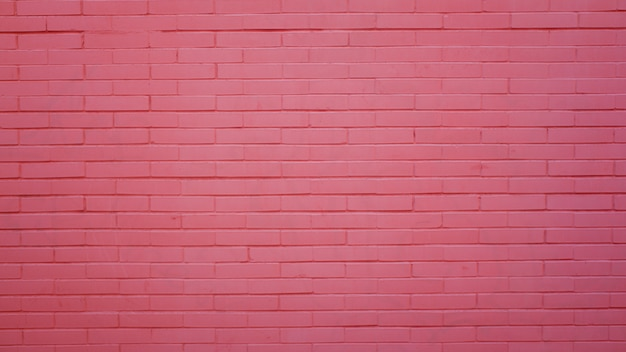 Розовая кирпичная стена