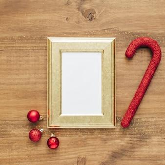 クリスマスの背景とモックアップフレーム。