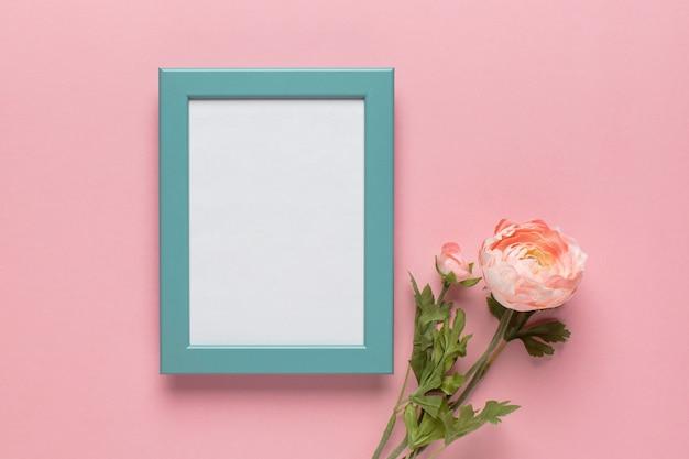 Синяя рамка с цветком с